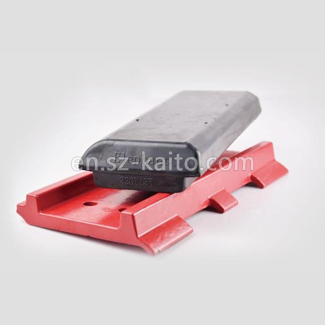 Asphalt paver rubber track pads